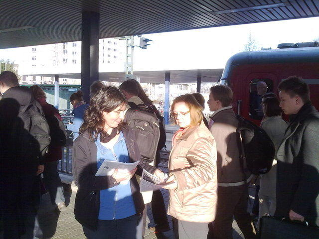 Verteilen von 'Tunnelblick' am Vaihinger Bahnhof